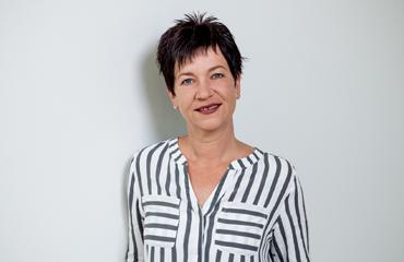 Nicole Strzysz, Customer Service